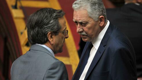 Der griechische Premier Antonis Samaras (links) und der Chef der demokratischen Linken, Fotis Kouvelis, verhandeln über ein Sparpaket. Quelle: AFP