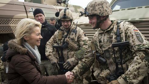 Die Bundeswehr hat in den vergangenen drei Jahren mehr als 3000 minderjährige Soldaten rekrutiert. Die Verteidigungsministerin verteidigte die Praxis. Quelle: AFP