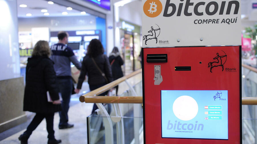 Geldautomat für Bitcoins in Barcelona. Quelle: AFP