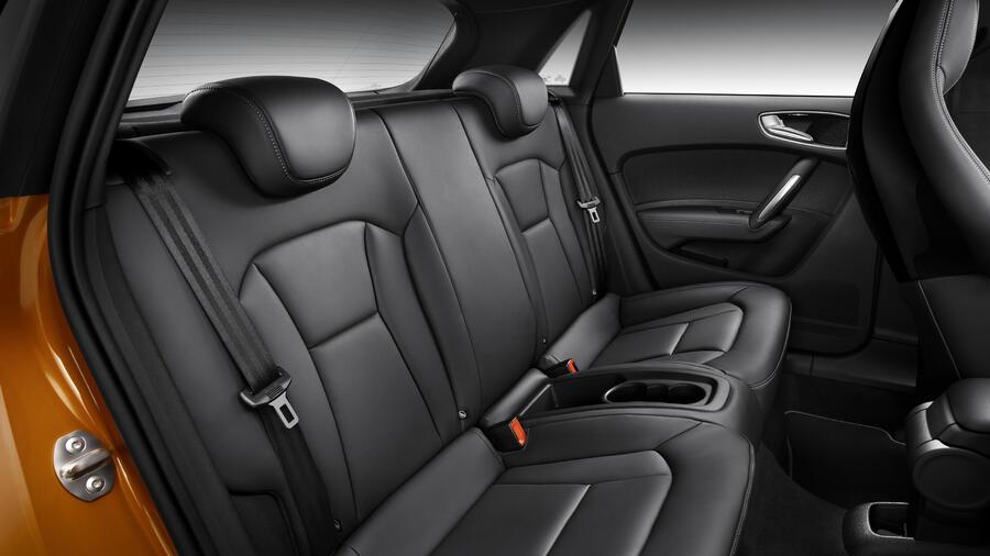 erste testfahrt im audi a1 sportback mehr platz auf den hinteren pl tzen. Black Bedroom Furniture Sets. Home Design Ideas