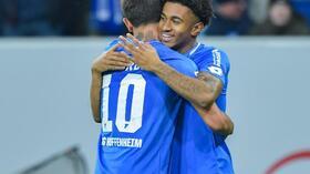 Er kam, sah und traf: Hoffenheims Reiss Nelson (r). Foto: Uwe Anspach Quelle: dpa