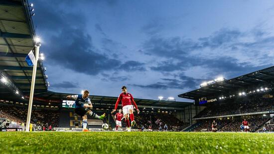 Fußball: Clubs der Bundesligen nehmen erste Lizenzierungs-Hürde