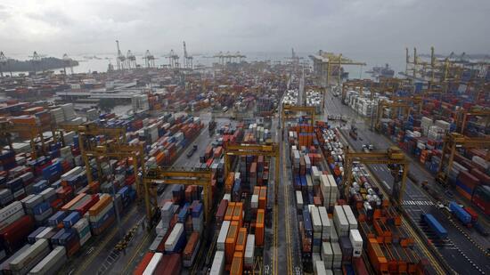 HSBC erwartet ein siebenprozentiges Wachstum des globalen Handels im Jahr (Waren und Dienstleistungen), das sich bis nur leicht auf 6 Prozent abschwächen soll.