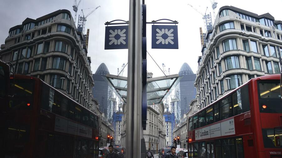 Filiale der Royal Bank of Scotland (RBS) in London: Die Bank will die Staatshilfe zurückzahlen. Quelle: Reuters