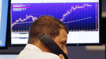 A trader makes a telephone call when the curve of the German stock index DAX went up again at the stock market in Frankfurt, Germany, Thursday, Aug. 27, 2015. (AP Photo/Michael Probst) Quelle: AP