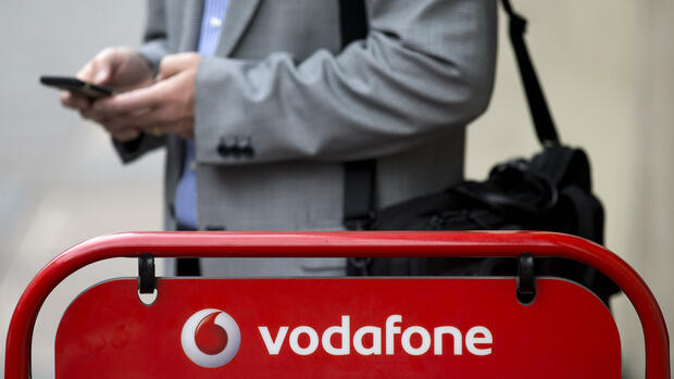 A Vodafone store is pictured in central London on July 22, 2016. British telecoms giant Vodafone reported better than expected group service revenues for its mobile phone businesses today in the first quarter despite continued weak performance in the UK. / AFP PHOTO / JUSTIN TALLIS Quelle: AFP; Files; Francois Guillot