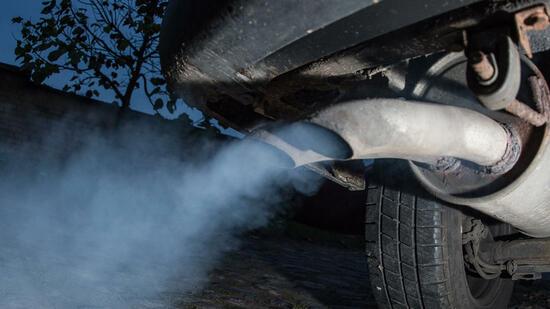 Der Verkauf der Autos mit dem Benzin im Tank