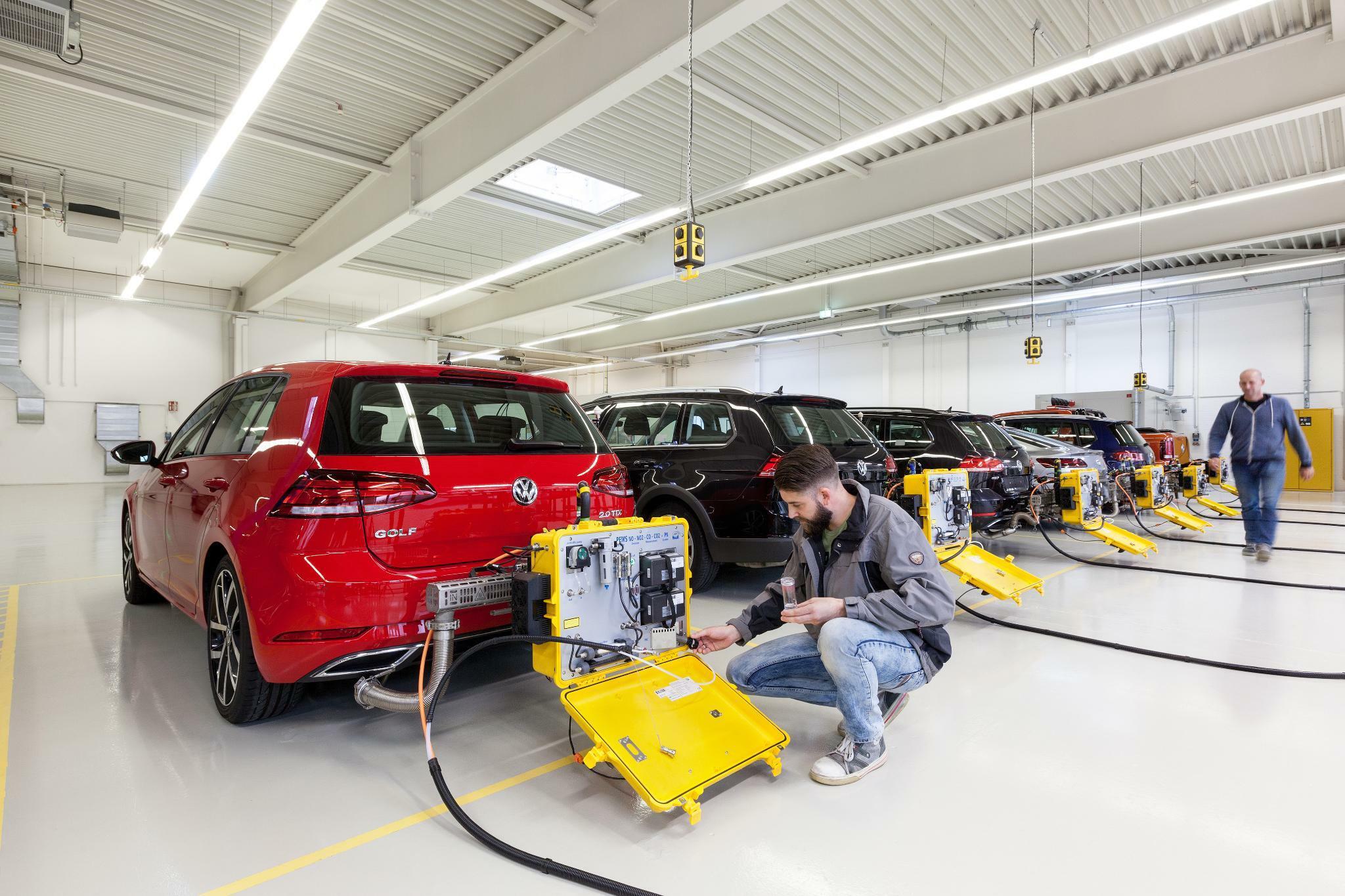 Vw Dieselskandal Adac Und Vzbv Bereiten Musterfeststellungsklage Vor