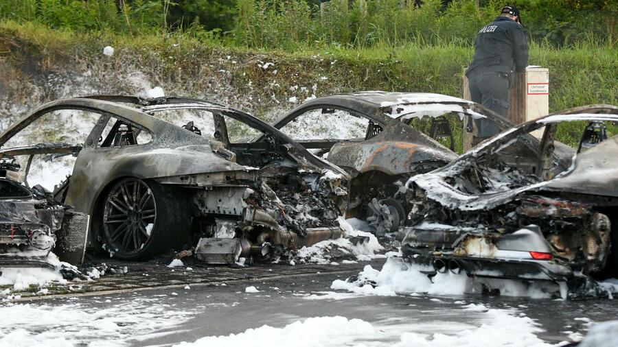 zehn autos ausgebrannt porsche in hamburg in brand gesteckt. Black Bedroom Furniture Sets. Home Design Ideas