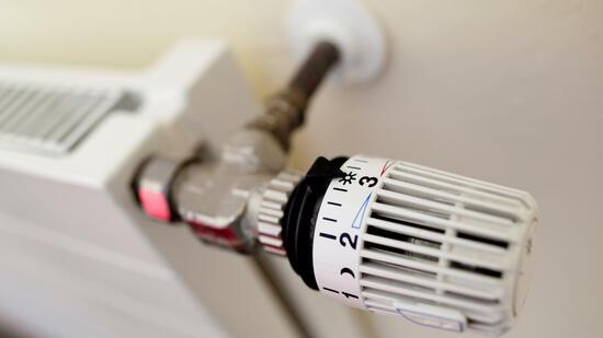 Warmwasser strom oder gas billiger