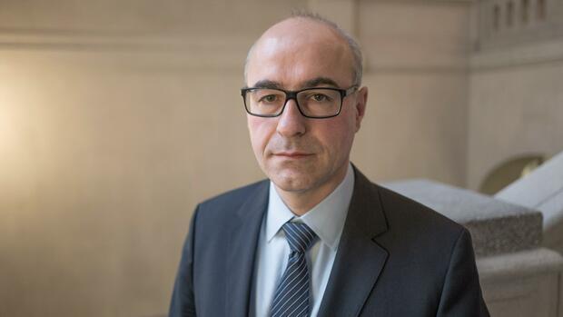 Bankenfusion: Chef der Monopolkommission für spezielle Kontrolle
