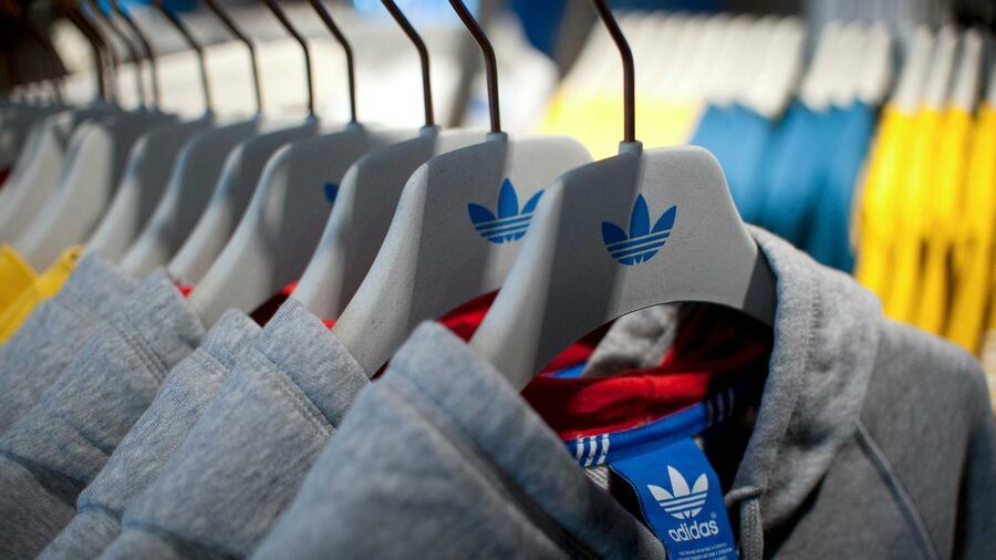 Sporthandel: Sneaker voll im Trend