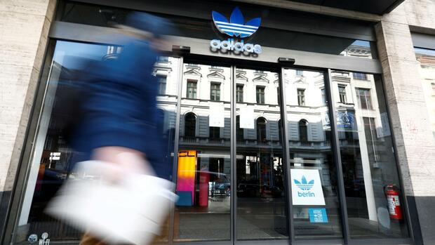 Sportartikelhersteller: Politiker kritisieren Adidas – Twitter-Nutzer rufen zum Boykott auf