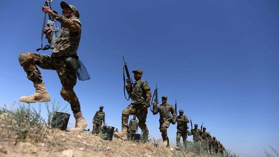 Grüne Uniformen für afghanische Wüste