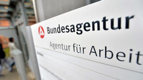 arbeitsmarkt in deutschland zahl der arbeitslosen sinkt auf 2 569 millionen. Black Bedroom Furniture Sets. Home Design Ideas