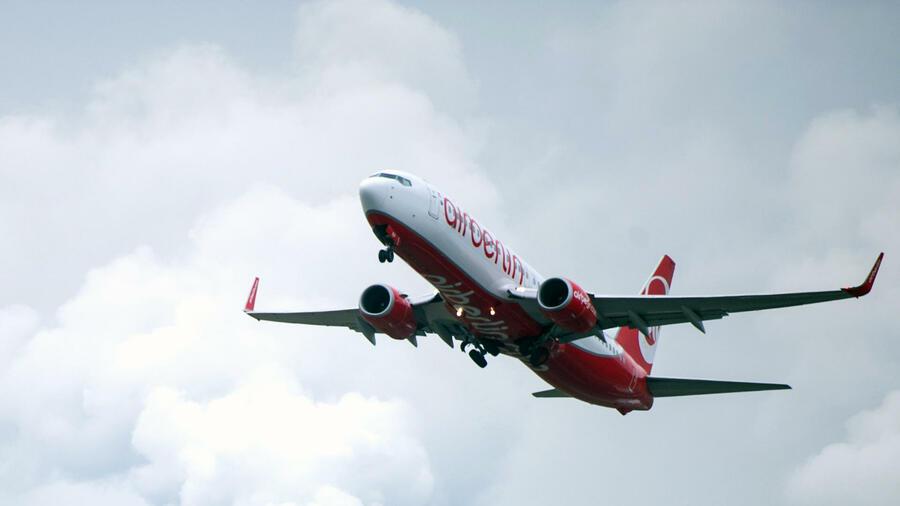 Air Berlin: Passagiere müssen künftig für alle Getränke zahlen