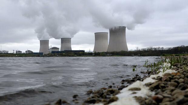 Frankreichs Atombehörde ebnet Weg für 50 Jahre Laufzeit ältester AKW