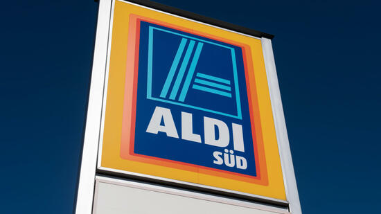 Aldi Süd Discounter verpachtet Flächen an Tankstellen -> Nähmaschine Aldi Süd