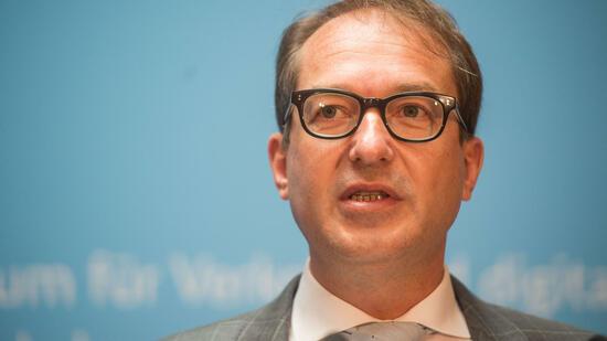 StrategiepapierDobrindt will Planungs- und Genehmigungsverfahren verkürzen
