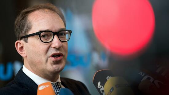 Blatt - CSU will härtere Flüchtlingspolitik und höheren Wehretat