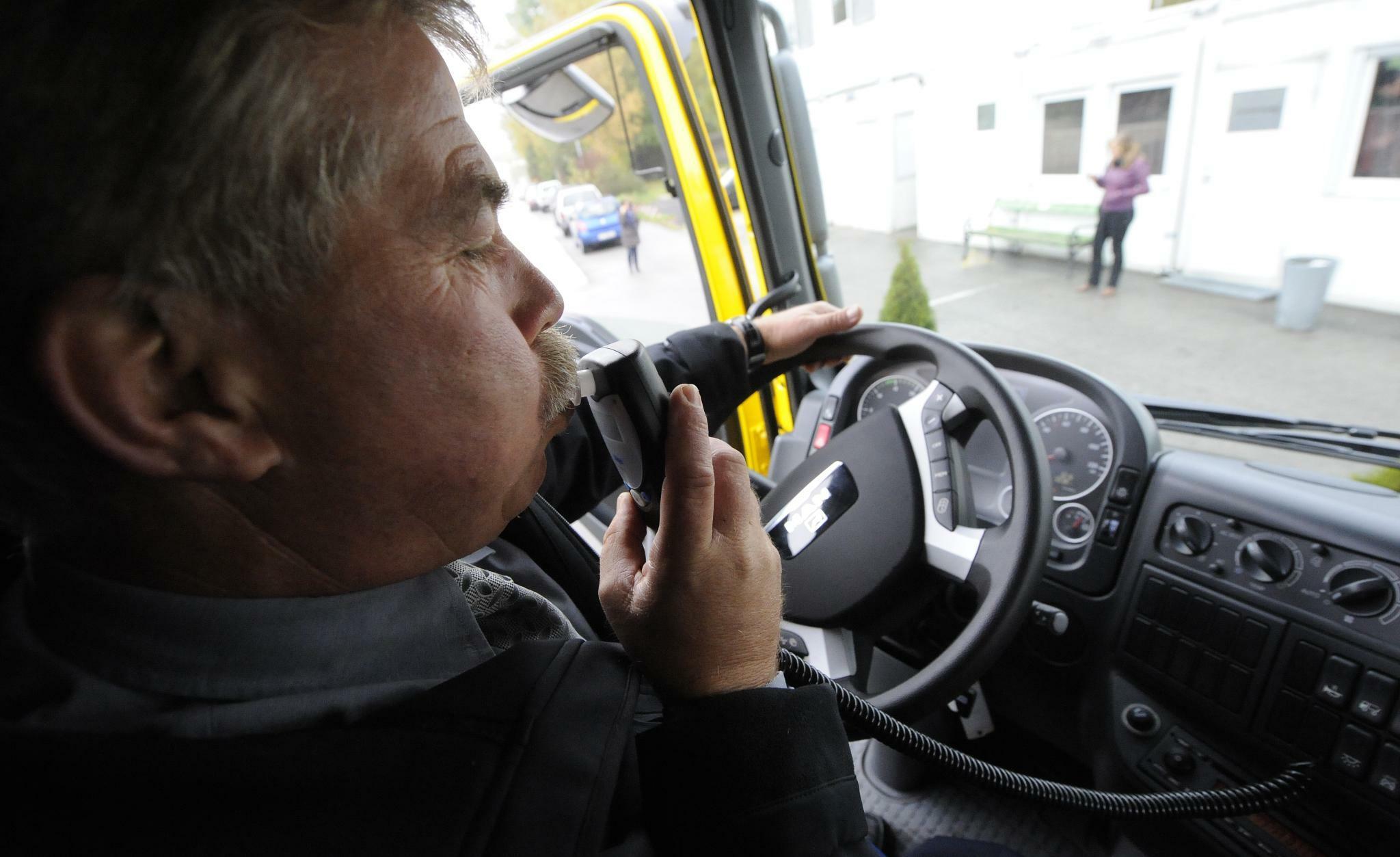 Unfallforschung fordert Alkohol-Wegfahrsperre für Neufahrzeuge