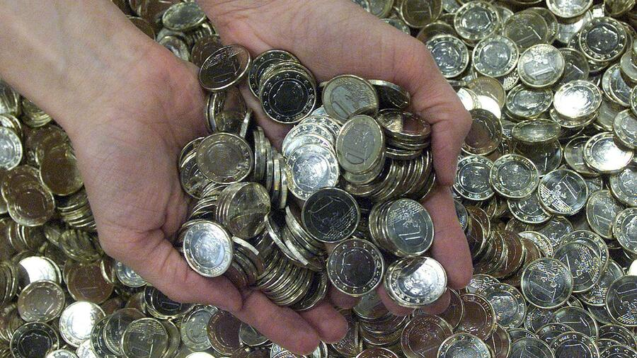 Chinese Bezahlt Nur Mit Euro Münzen Kleingeld Aus Dem Autowrack