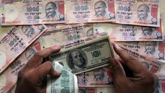 Forex Indische Rupie Us Dollar July 20, Die Weltvertrauenswürdige Währungsbehörde Nordamerikanische Ausgabe Der Dollar mehr die umgekehrte Intraday Schwäche und zeigte über einen Gewinn auf dem Euro und dem Yen, das in die New York Interbank geleitet wurde.