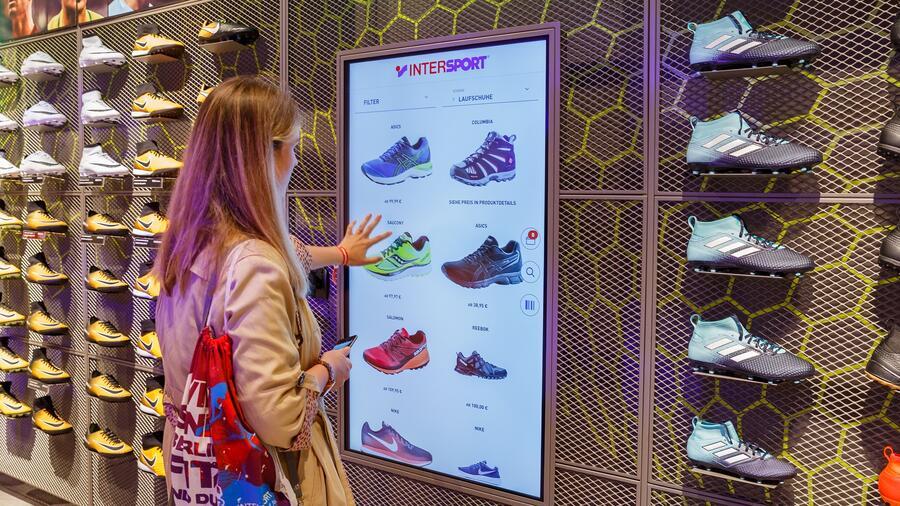 155c0b745f866 High-Tech Shopping: German retailers take fight to Amazon