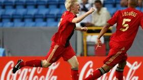 Andreas Beck (l.) bejubelt das goldene Halbfinaltor. Foto: Bongarts/Getty Images Quelle: SID
