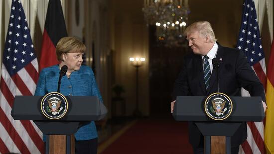 """Der US-Präsident hatte nach seinem Treffen mit Kanzlerin Angela Merkel am Samstag erklärt Deutschland schulde der Nato und den USA """"riesige Summen"""". Quelle AFP"""
