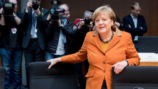 Merkel: Erfuhr erst aus Medien von VW-Skandal