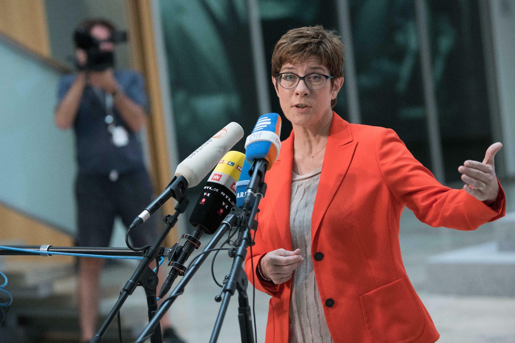 Kramp-Karrenbauer: Habe keinen Ausschluss von Maaßen gefordert