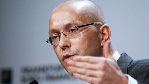 Der deutsche EZB-Direktor Asmussen sieht dringenden Finanzbedarf im griechischen Staatshaushalt. Quelle: dapd