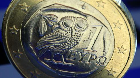 Griechische Euro-Münze: Die Verschuldung des Landes beträgt 176 Prozent des Bruttoinlandsproduktes. Quelle: dpa