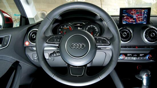 autotest audi a3 1 8 tfsi das navi ist ein muss. Black Bedroom Furniture Sets. Home Design Ideas