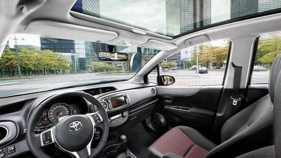 toyota yaris im test au en klein und innen gro. Black Bedroom Furniture Sets. Home Design Ideas