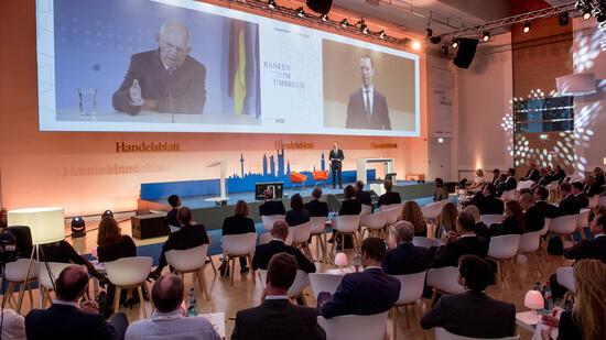 Schäuble und deutsche Banken drängen auf Kurswechsel in Geldpolitik