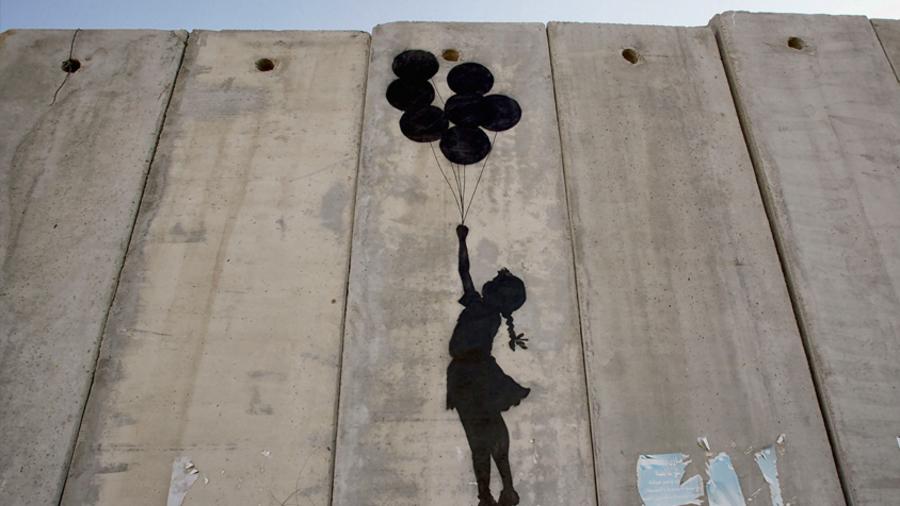 Meist regt Banksy mit seinen Werken zum Nachdenken an. Und er will die Botschaft nicht verstecken – er will sie zeigen. Quelle Getty Images