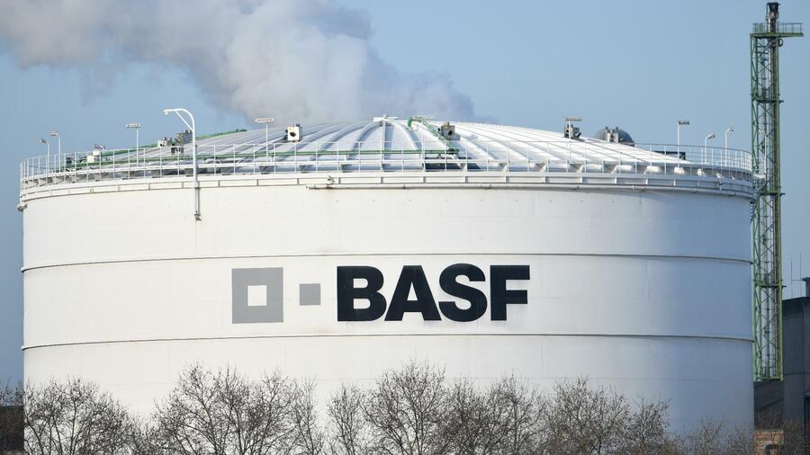 Industrie: BASF profitiert von steigenden Preisen: Chemieriese verzehnfacht Quartalsgewinn