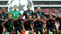 Munich's team lineup prior to the UEFA Champions League quarterfinal second leg soccer match between SL Benfica and FC Bayern Munich at Estadio da Luz in Lisbon, Portugal, 13 April 2016. Front row (L-R) Joshua Kimmich, Douglas Costa, Philipp Lahm, Franck Ribery and Arturo Vidal. Back row (L-r): David Alaba, goalkeeper Manuel Neuer, Javier Martinez, Xabi Alonso, Thomas Mueller and Thiago Alcantara. Photo: Andreas Gebert/dpa +++(c) dpa - Bildfunk+++ Quelle: dpa