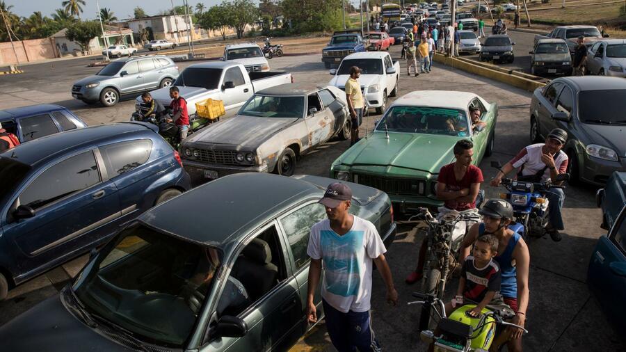 Benzinknappheit führt in Venezuela zu Protesten