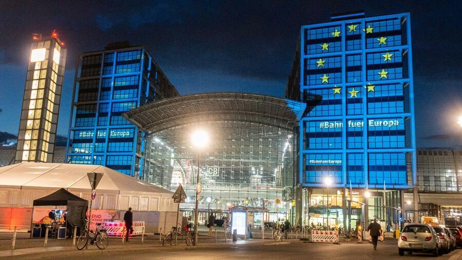 L'edificio era illuminato con l'ottica della bandiera dell'UE.  Fonte: immagini imago / ZUMA Press