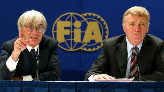 Formel 1-Chef Bernie Ecclestone und Max Mosely, Präsident des Internationalen Automobilverbandes FIA in London im Jahr 2002. Quelle: AFP