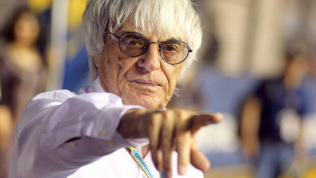 ARCHIV - Formula 1 boss Bernie Ecclestone gestures at the starting grid before the start of the Singapore Formula One Grand Prix night race in Singapore, 21 September 2014. EPA/DIEGO AZUBEL (zu dpa «Lauter und aggressiver: Ecclestone will Formel-1-Autos reformieren» vom 01.02.2015) +++(c) dpa - Bildfunk+++ Quelle: dpa