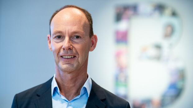 Medienkonzern: Bertelsmann verlängert Vertrag mit Konzernchef Rabe vorzeitig