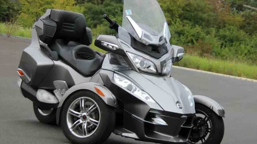 can am spyder roadster zwitter fahrspa auf drei r dern. Black Bedroom Furniture Sets. Home Design Ideas