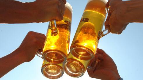 Gegen übermäßigen alkoholkonsum helfen höhere preise quelle dpa