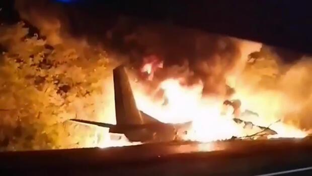 Flugzeugabsturz: Militärflugzeug in der Ukraine abgestürzt – Tote und Verletzte