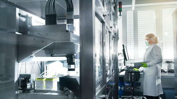 Corona News Eu Bestellt Bis Zu 300 Millionen Impfstoff Dosen Bei Biontech