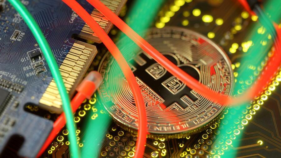 Bitcoin: criptovaluta sfida le controversie commerciali Fonte: Reuters